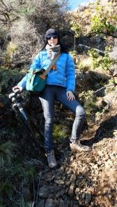 Subiendo al bosque de arrayanes con el equipo a cuestas.